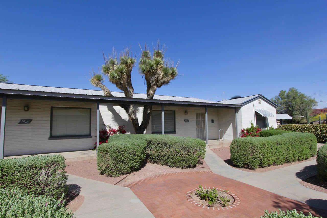 Large 2 bedroom apartments 4 blocks to university of - 4 bedroom houses for rent in tucson az ...